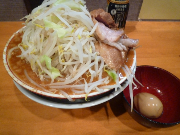 12年8月21日 豚星。 真夏の夜の味噌ラーメン 麺少な目 味玉 ヤサイニンニク