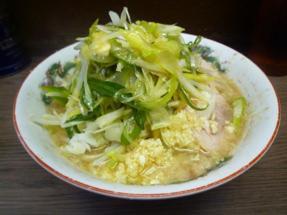 12年12月30日 横浜関内 小ラーメン 麺半分 ニンニクアレ