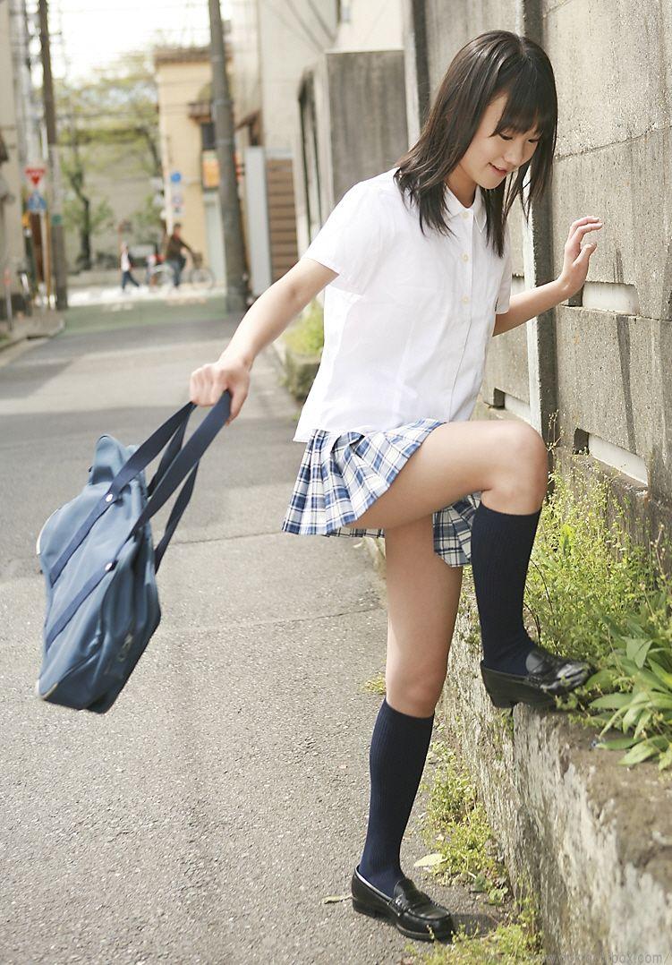 女子高生のふともも画像18