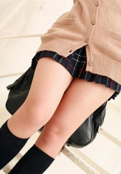 女子高生のふともも画像27