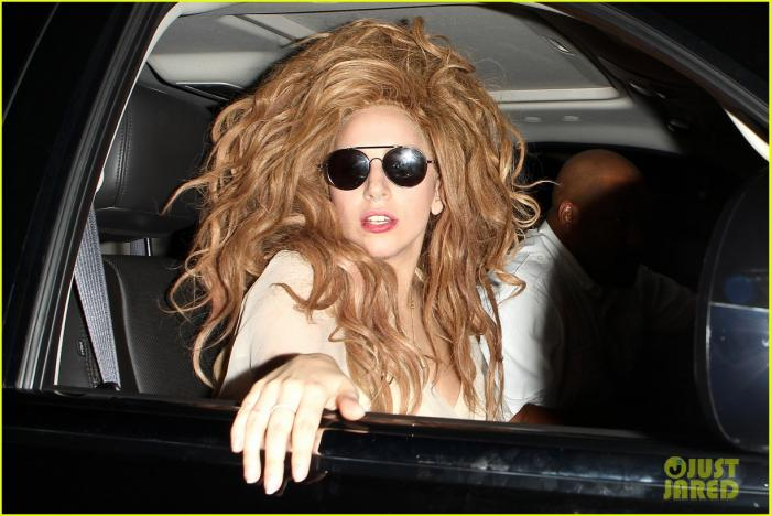 lady-gaga-time-to-turn-in-artpop-04.jpg