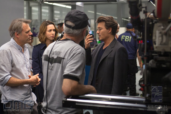 transcendence-set-photo-johnny-depp-rebecca-hall.jpg