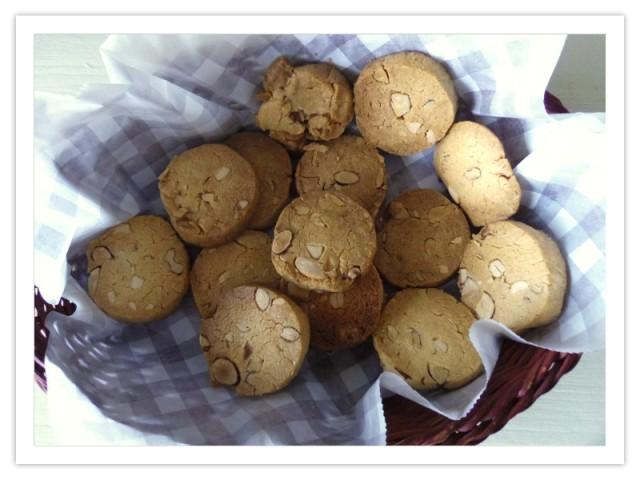 ナッツたっぷりクッキー♪
