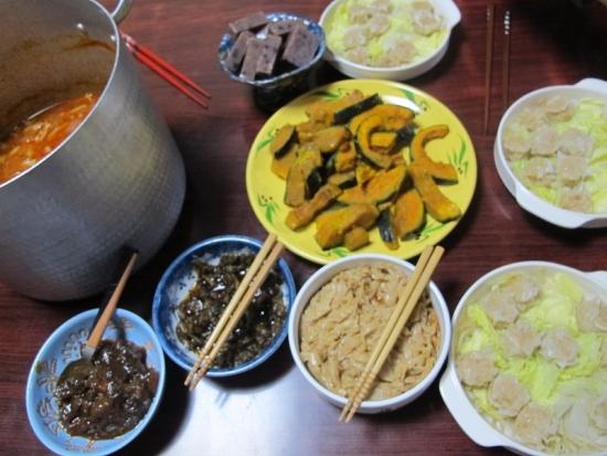 残りのトマト鍋,シューマイ,カボチャのバターソテー,あずきウイロウ,漬物