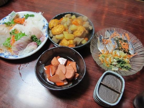 刺身,しめさば,このしろ,赤カブ酢漬け,魚河岸揚げと野菜の煮物
