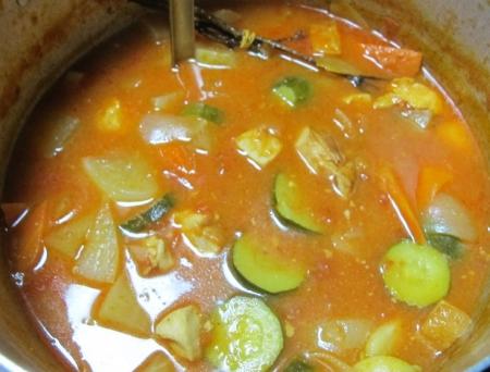 鶏肉とハムと野菜のトマト煮