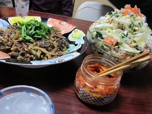 茄子と牛肉の韓国風炒め、白菜サラダ