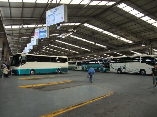 キフィスウのバス乗り場