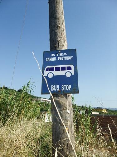 マレメ近郊のバス停