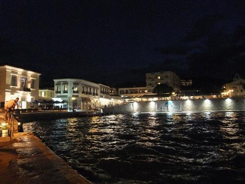 スペツェス_夜のタウン