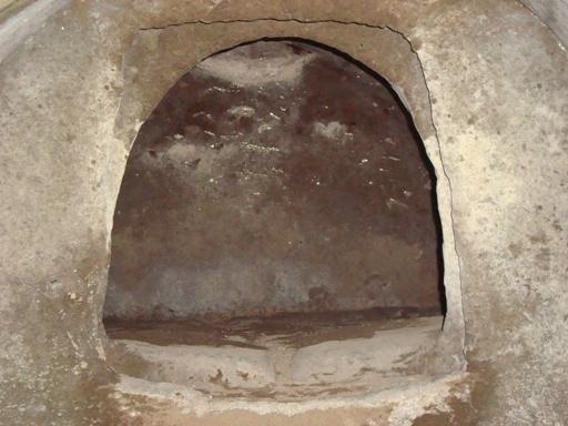 宮ノ前横穴墓群棺室近景