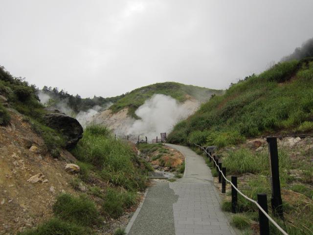 岩盤浴へ向かう遊歩道
