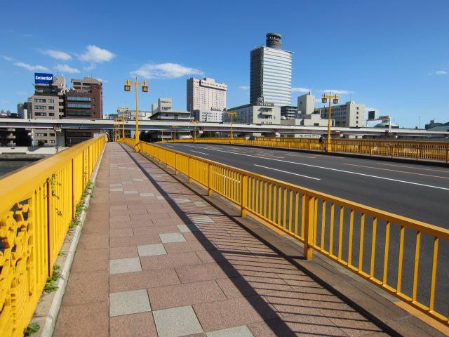 蔵前橋 黄色