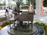 JR福島駅 古関裕而像