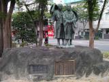 JR福島駅 芭蕉と曾良の旅姿立像