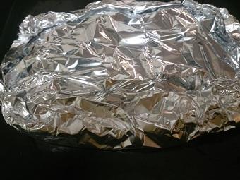 まぶしたやつをアルミで包んでオーブンへ