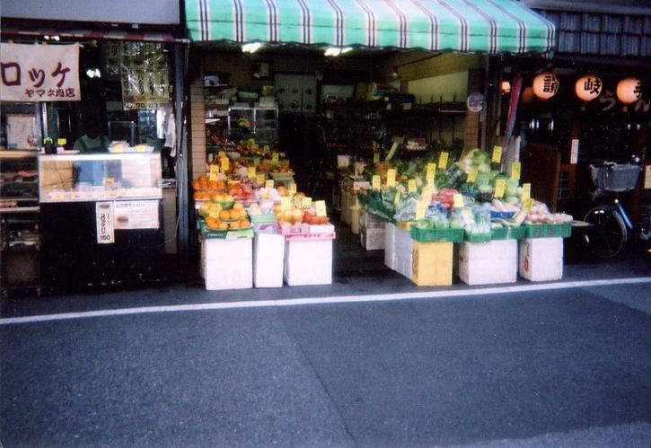 800px-A_vegetable_store_in_tokyo.jpg