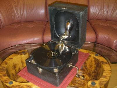 デッカポータブル蓄音機