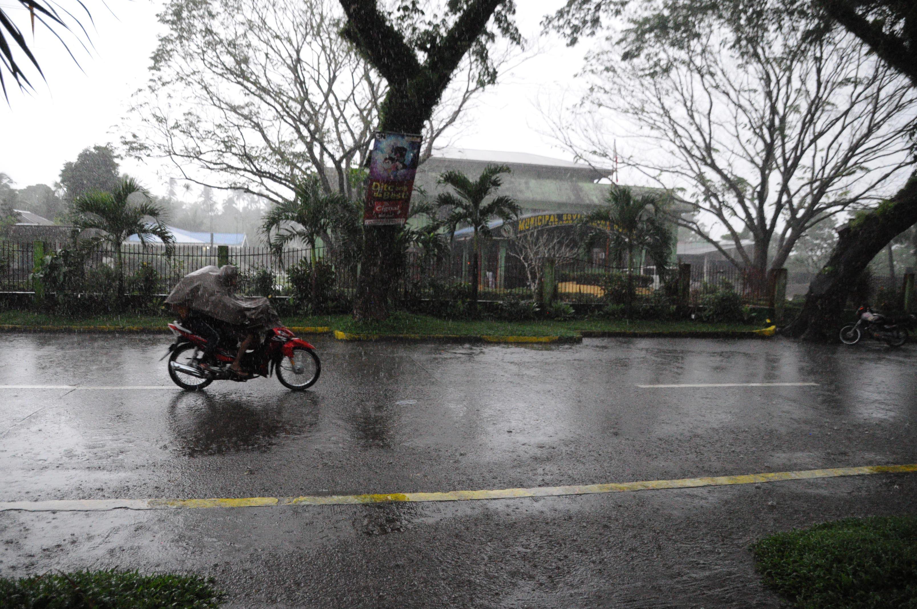 台風クイニー接近のティナンバック