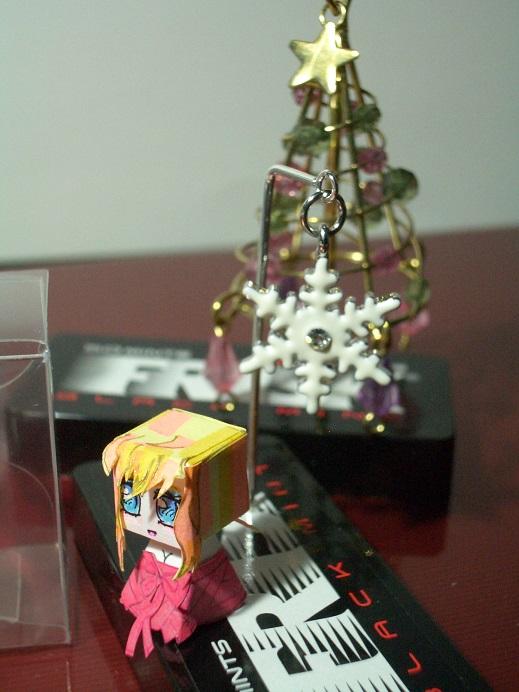 かわいいでしょ?クリスマスケーキ用の飾りですねん。