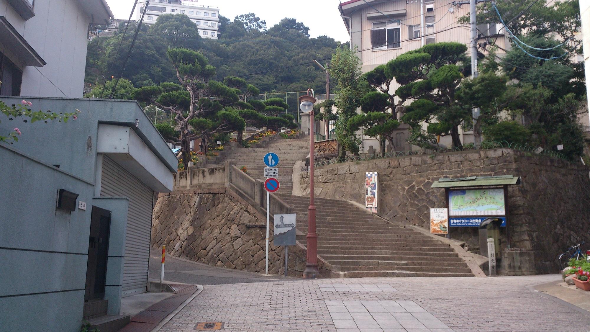 学校の階段遠影