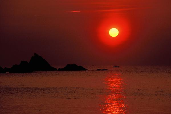 【海岸からの夕日】2 荒磯の夕日