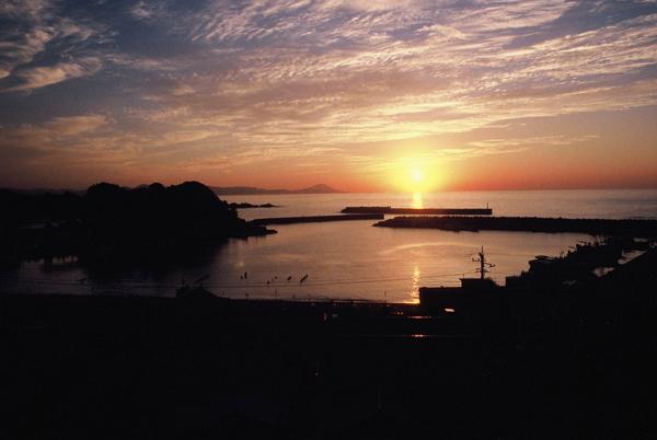 【海岸からの夕日】4 鎌手・大浜港サンセット