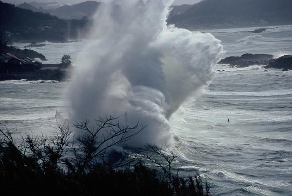 【日本海の荒波】2