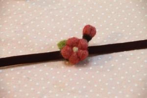 羊毛フェルトで梅の帯留め