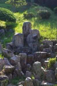 小川家庭園の滝石組み