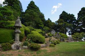大麻山神社庭園の刈り込み