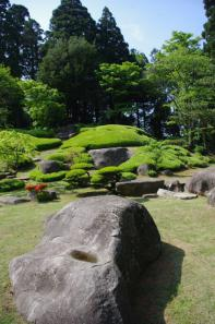 大麻山神社庭園の柔らかい石