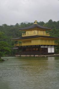 雨の鹿苑寺
