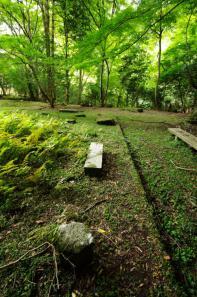 等樹院跡の沓脱石