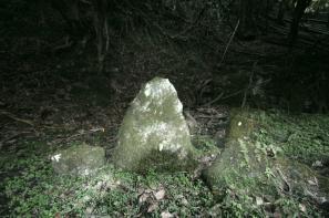 北庭の三尊石