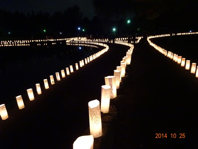 2011個の灯篭