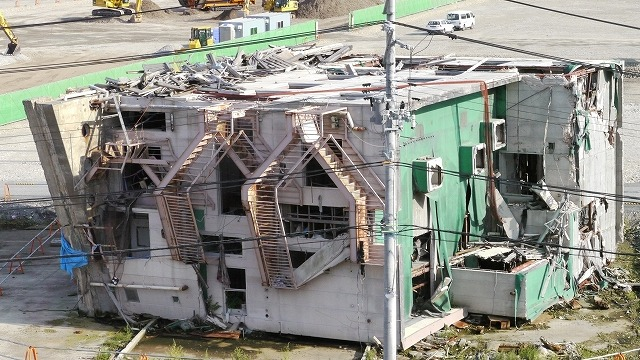 女川町の倒壊建物です