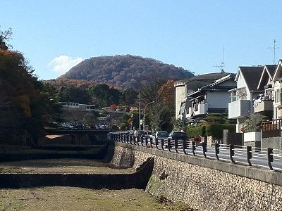 紅葉の甲山は美しい