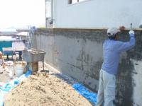 駐車場壁下地塗シゴキ(1層目)
