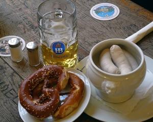 Bayerisches Frühstück im Hofbräuhaus