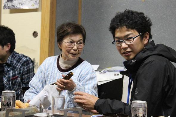 懇親会での伊藤(右)