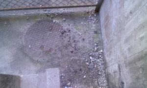 常西落下したコンクリート片