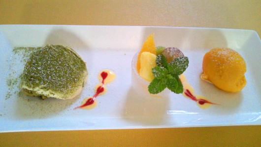 自然茶の抹茶のティラミスとマンゴーのソルベ