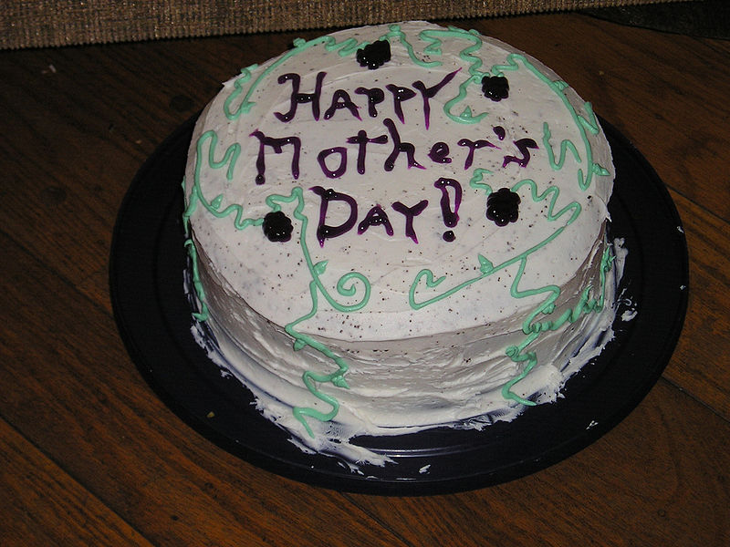 800px-Mothers_Day_Cake.jpg
