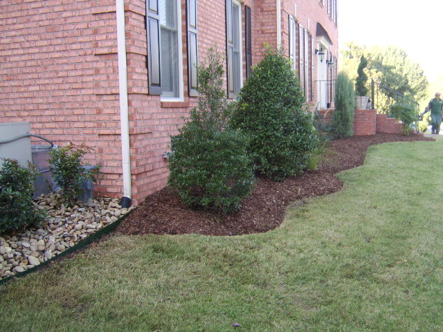 Landscape edging ideas tufudy for Mulch border ideas