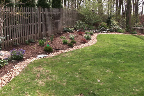 Landscaping ideas for landscaping borders for Mulch border ideas