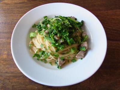 Nicolas(サルシッチャと菜花のスパゲティーニ(ミニデザート・ドリンク付)¥1000)
