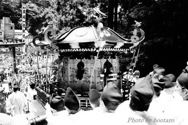 201207みなと祭りモノクロ2