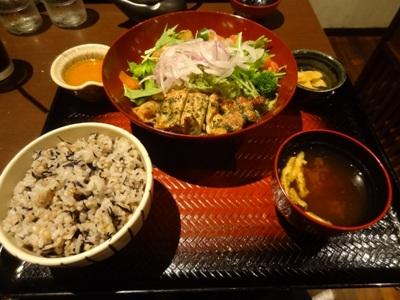 鶏の竜田揚げとたっぷり野菜のねぎソース定食