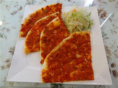 ラマジュンセットの薄焼きトルコピザ